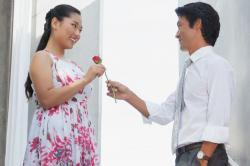 Bukan Bunga, Ini 5 Hal yang Didambakan Perempuan dari Pria