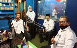 Bahas Covid-19 di Radio
