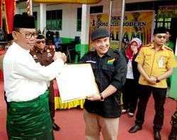 Peduli Pendidikan, Suyatno Beri Riau Tv Penghargaan