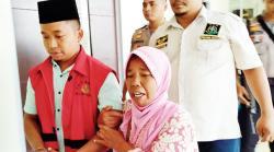 Ikah Berharap Anaknya Dibebaskan Majelis Hakim