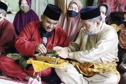 Gelar Adat LAM Riau untuk Almarhum Arifin Achmad