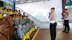 Polisi Edukasi Anak-Anak untuk Tertib Lalu Lintas