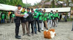Manfaatkan Aplikasi Lacang Kuning, Polda Riau Serahkan Bantuan ke Masyarakat Terdampak Covid-19