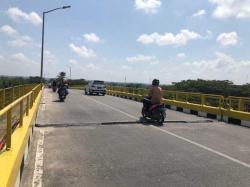 Pengendara Keluhkan Lubang Menganga di Jembatan Siak 1