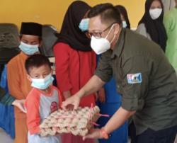 U-Forty Serahkan Sembako untuk Anak Yatim