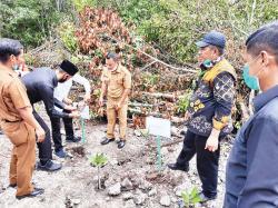 EMP Santuni Ratusan Anak Yatim dan Tanam Mangrove
