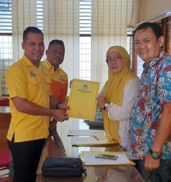 Syamsuar Bacalon Pertama Ambil Formulir Penjaringan Caketum Golkar Riau