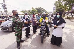 Berbagi Masker di Hari Kesehatan Nasional