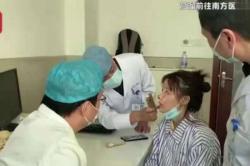 Hidung Aktris Melepuh Usai Operasi Plastik