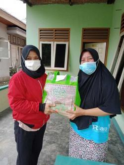 Berbagi Sembako Bantu Warga saat Pandemi