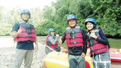 Jajal Arung Jeram Sungai Kopu