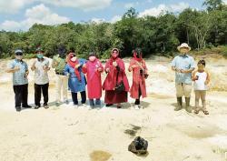Penghijauan Calvron Community di Lahan Bekas Galian