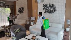 Wiraland Semprot Disinfektan di Areal Perumahan dan Rumah Contoh