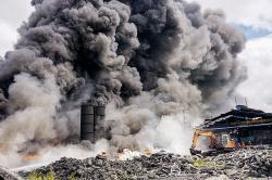 Pemko Dalami Izin Pabrik Ban Bekas yang Terbakar