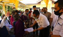 Jelang PSBB, Bupati Terus Salurkan Bantuan