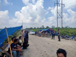 Protes Jalan Rusak, Kendaraan Disetop