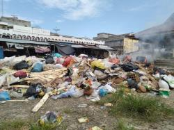 Sampah Menumpuk di Pasar Air Molek