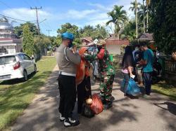 Ikatan Pemuda Kuantan Mudik Lama Bagikan 5.000 Masker di Pasar