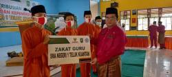 Puluhan Siswa SMAN1 Telukkuantan Terima Zakat dari Guru