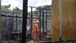 Rumah Semi Permanen Terbakar