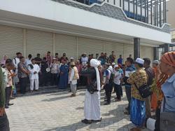 Puluhan Masyarakat dan Ormas Islam Datangi Karaoke Koro-Koro Chromatic