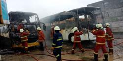 Dua Unit Bus Pariwisata Terbakar