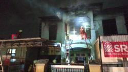 Pemilik Menangis Histeris Menyaksikan Rumahnya Dilalap si Jago Merah