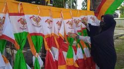 Pedagang Bendera Keluhkan Penurunan Omzet