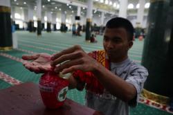 Masyarakat Tetap Salat Jumat di Masjid Annur