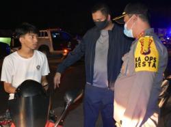157 Teguran Didominasi Pelanggaran Masker, Lima Ditangkap Main Domino
