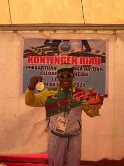 Atlet Dayung Maizir Riyondra Sumbang Emas Pertama Riau