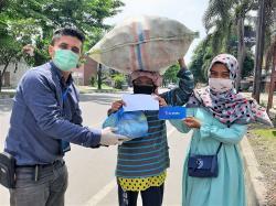 XL-Blok M Bagikan Paket Sembako untuk Masyarakat Terdampak Corona