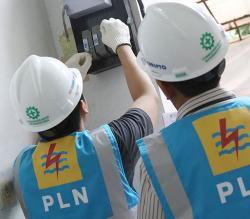 PLN UP3 Pekanbaru Lakukan Pemeliharaan Jaringan