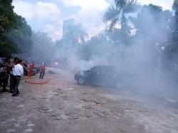 Mobil Double Cabin Terbakar di Parkir MPP Pekanbaru