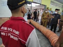 Gubri Tinjau Pelaksanaan Sekolah Tatap Muka Terbatas di Pekanbaru