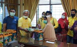 Golkar Riau Berbagi Bingkisan dan Sembako untuk Wanita Pejuang 45