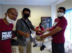 Keempat kalinya, PWI Riau Bagikan Paket Sembako ke Wartawan