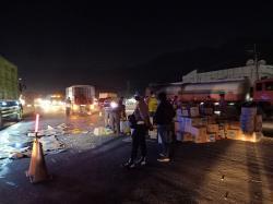 Oleng, Mobil Pembawa Air Mineral Terguling di Simpang Garuda Sakti