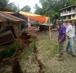 Rumah Warga Terbelah, Jalan Riau-Sumbar Retak