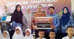 Perum Jamkrindo Bagikan Puluhan Ribu Paket Pendidikan