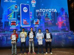 Lindawati Terima Hadiah THR Agung Toyota Harapan Raya