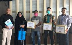 STIKes Al Insyirah Pekanbaru Donasikan APD dan Santuni Anak Yatim