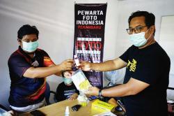 Lindungi Diri, PFI Dibekali Masker dan Hand Sanitizer