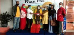 Golkar Riau Berbagi Takjil dan Nasi Kotak