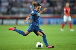 Demi Cinta, Louisa Necib Memilih Pensiun dari Sepakbola