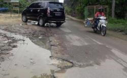 Desak Pemkab Perbaiki Jalan Rusak