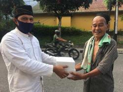 Hotel Dafam Bagikan Nasi Kotak untuk Masyarakat yang Memerlukan