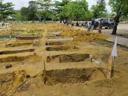 Puluhan Makam di TPU Payung Sekaki Amblas