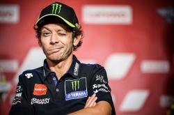 Adiknya Jatuh, Rossi Bicara tentang Ban yang Tak Cocok