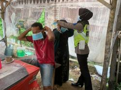 Satlantas Polres Kampar Bagikan Masker dan Sembako